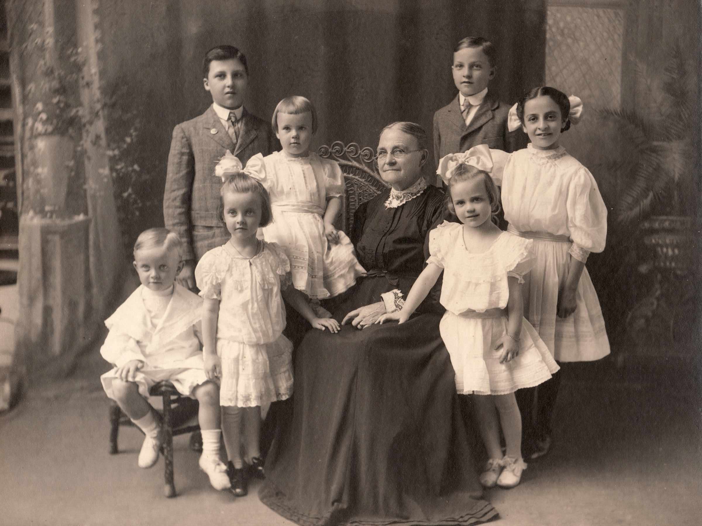 Abigail (Woods) Hoge with her grandchildren